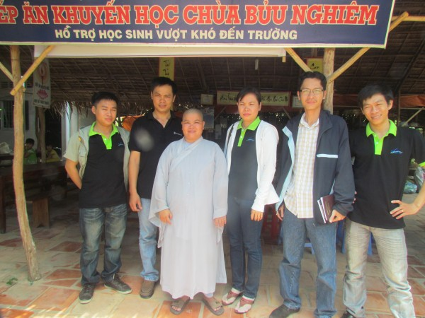 VnPro từ thiện chùa Bửu nghiêm